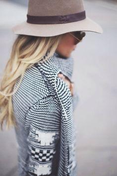 Looooooooooooooove black and white patterned knits