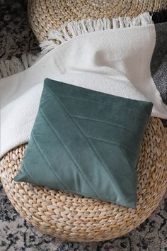 Leather Throw Pillows, Sewing For Beginners, Diy Clothes, Sewing Projects, Sewing Ideas, Basket, Cushions, Inspiration, Home Decor