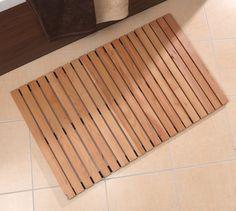Badvorleger Holz in Buche geölt. Die Holzbadematte ist mit einer Antirutsch-Lasche ausgestattet. Erhältlich in zwei Größen