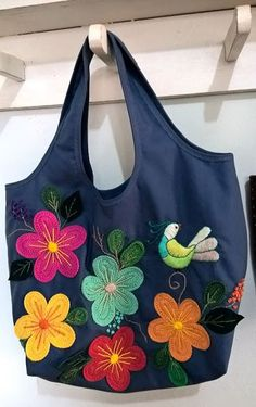 Memory Pillows, Jean Crafts, Quilted Handbags, Tote Pattern, Denim Bag, Bag Making, Purses And Bags, Apron, Sewing Projects