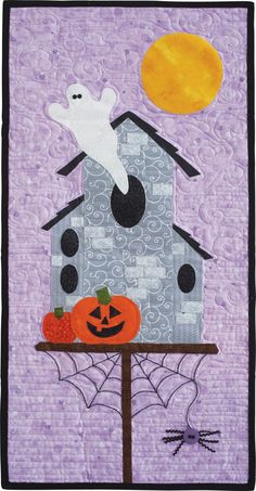 A spook-tacular wall hanging for Halloween designed by Margie Ullery is a quick-make with fusible machine applique. Applique Quilt Patterns, Applique Designs, Embroidery Applique, Halloween Sewing, Halloween Quilts, Fall Quilts, Sewing Appliques, Machine Applique, Mini Quilts