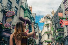 Tricks amp Tips for Universal Studios Orlando Planning a trip to Universal Studios Orlando? Now its time to finish your plans and prepare for your unforgettable trip seeing fun characters from some of your favorite movies and . Disney Universal Studios, Universal Studios Florida, Universal Orlando, Harry Potter Universal, Orlando Travel, Orlando Vacation, Orlando Florida, Florida Vacation, Parque Do Harry Potter