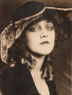 Mildred Davis – She appeared in many of Harold Lloyd's classic silent comedies and eventually became his wife.