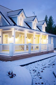 KANNUSTALO - Suomen kauneimpia Koteja Beautiful Buildings, Beautiful Homes, Deck Shade, Norwegian House, Modern Farmhouse Exterior, Interior Garden, House Extensions, Garden Spaces, House In The Woods