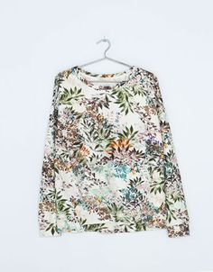 Discover this and many more items in Bershka with new products every week Winter Looks, Fall Winter, Flower Prints, United Kingdom, Floral Tops, Shirt Dress, Sweatshirts, Polyvore, How To Make