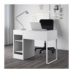IKEA - MICKE, Scrivania, bianco, , È facile tenere cavi e multiprese a portata…