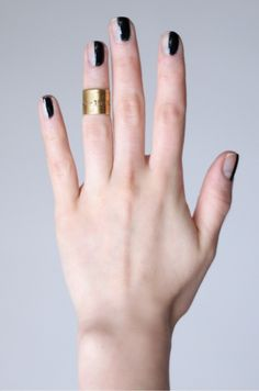 band midi-ring and half black nails