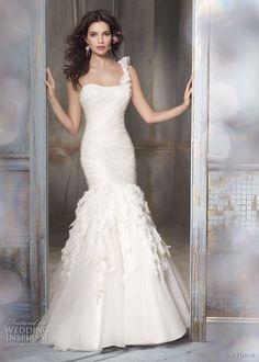 love the mermaid wedding dress