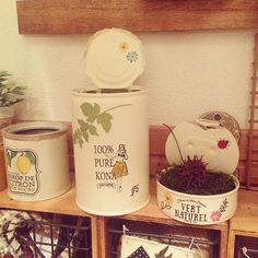 フラを習ってるお姉ちゃんに♡♡ 台風どうなんかなー…(T_T) ♡ ♡ #リメイク #リメ缶 #セリア #転写シール #フラ #フラダンス #プレゼント #インテリア #インテリア雑貨 #ペイント #ペンキ #台風いかがー #涼しくしておくれ Tin Can Crafts, Arts And Crafts, Tin Can Alley, Recycled Jars, Diy Cans, Cactus Y Suculentas, Container Flowers, Potted Plants, Decoupage