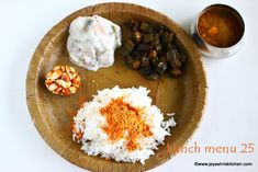 A simple lunch on a fridge clearing day with Aviyal, ellu podi and vendakkai curry. We all love podis and a simple appalam and a kootu combo is a welcoming… Lunch Menu, Lunch Recipes, Curry, Good Food, Veggies, Simple, Ethnic Recipes, Desserts, Kitchen