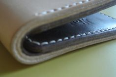 A wallet drops | NoKipple