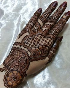 No photo description available. Modern Henna Designs, Traditional Mehndi Designs, Latest Henna Designs, Mehndi Designs For Fingers, Bridal Henna Designs, Latest Mehndi Designs, Simple Designs, Henna Tattoo Designs Arm, Henna Tattoo Hand