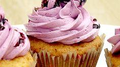 Zitronen-Cupcakes mit Blaubeer-Buttercreme