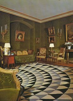 Raymond Guest's Paris living room decorated by Emilio Terry