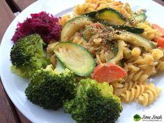 Těstoviny s cuketovými proužky Tahini, Pasta Salad, Broccoli, Vegetables, Ethnic Recipes, Food, Crab Pasta Salad, Essen, Vegetable Recipes