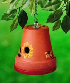 Learn how to make a DIY birdhouse perfect for wrens and other small birds using a clay flower pot. Learn how to make a DIY birdhouse perfect for wrens and other small birds using a clay flower pot. Homemade Bird Houses, Bird Houses Diy, Bird House Plans, Bird House Kits, Birdhouse Designs, Diy Birdhouse, Clay Flower Pots, Clay Pots, Traditional Birdhouses