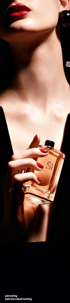 SI ~ fragrance by Giorgio Armani She's A Lady, Pearl Diamond, Man In Love, Giorgio Armani, Armani Si, Beauty Women, Perfume Bottles, Fragrance, Glamour