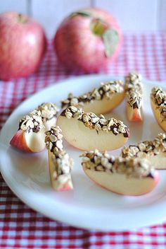 Chocolate and granola apple wedges, the perfect snack!