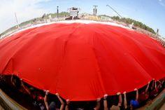 Rozwijamy flagę! Fot. Marcin Bąkiewicz