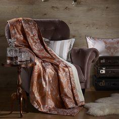 Новая коллекция элитного текстиля от Curt Bauer создана под девизом «В горах» и воплощает зимнюю историю у камина, зимнего домика в горах, и создает нам сказочное настроение.  Укрывшись теплым пледом, ощутите прикосновение отдыха в горной местности, холодные зимние вечера, ревущий огонь в камине, старый добрый виски и охотничьи трофеи на стенах. #плед #зима #подарок #отдых #элитныйтекстиль #CurtBauer