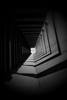 Light And Shadow Photography, Dark Photography, Photography Camera, Black And White Photography, Street Photography, Black And White Aesthetic, Photo Black, Color Theory, Illusions