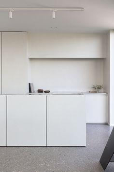 Poerbus is a minimalist interior located in Gent, Belgium, designed by TJIP Minimal Kitchen Design, Minimalist Kitchen, Minimalist Interior, Minimalist Decor, Cheap Beach Decor, Style Loft, Cuisines Design, Interiores Design, Kitchen Interior