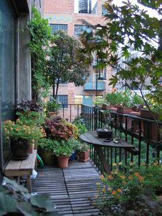 meubles de jardin, terrasse, belle vue de votre balcon, fleurs,aménager petit espace