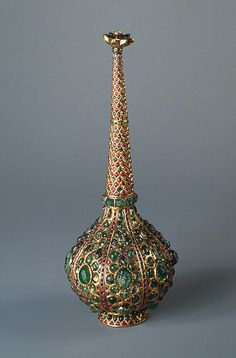 Flask from 18th century India. Great Mogul Dynasty; in Gold, silver, rubies, emeralds and pearls. Source of Entry: presented by the Ambassadorial Mission of Iranian ruler Nadir-Shah to the Russian Imperial Court, 1741