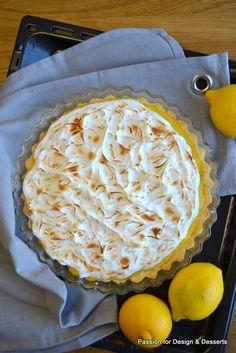 Lemon meringue pie / Sitruuna-marenkipiirakka, jonka reseptin löydät blogista. Enjoy!