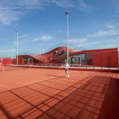Located in east Amsterdam, this clubhouse provides a new facility for a tennis club established in 2008, which already has 10 clay courts and a tennis school.