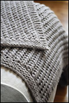 Chunky Knit Throw - free pattern - this pin takes you to one person's description of how she made it and what yarn she used. Here is the link to the pattern: http://www.classiceliteyarns.com/WebLetter/63/Issue63.php