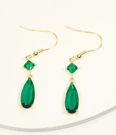 Emerald Crystal & Gold Drop Earring Cocktail Attire, Vintage Closet, Trendy Clothes For Women, Gold Drop Earrings, Modern Outfits, Gatsby, Unique Vintage, Emerald, Vintage Fashion