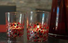 Til jul som var lagde jeg flere telysholdere som gaver. Jeg kjøpte inn billige glass på IKEA, og neglelakker på salg og fra mitt store lager hjemme. Jeg satt i noen få timer og prikket den gangen, ... Shot Glass, Wine Glass, Tableware, Confetti, Dinnerware, Tablewares, Dishes, Place Settings, Shot Glasses