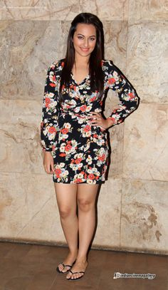Sonakshi-Sinha-at-Queen-Movie-Special-Screening-(3)