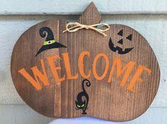 Pumpkin Welcome Wooden sign ~Fall decor~Halloween decor Fall Craft Fairs, Fall Crafts, Halloween Wood Signs, Halloween Decorations, Country Decor, Farmhouse Decor, Fun Signs, Holiday Signs, Wooden Signs