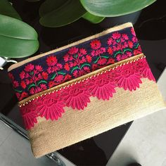 Hand Crafted Handbags & Accessories by BohoChicCollection on Etsy Diy Sac, Jute Fabric, Floral Clutches, Spring Trends, Handmade Bags, Handmade Clutch, Green And Gold, Clutch Bag, Burlap