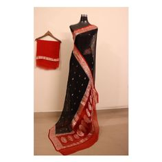 Handllom banarasi pure chiffon khaddi chiffon saree with blouse fabric . Indian Designer Outfits, Indian Outfits, Cotton Saree Blouse Designs, Bridal Lehenga Collection, Stylish Blouse Design, Yellow Saree, Saree Look, Elegant Saree, Chiffon Saree