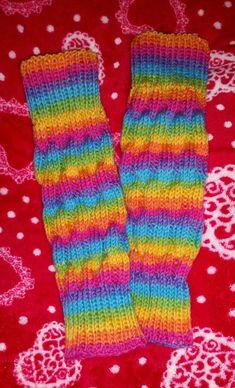 Pakkoneuloosia lankojen, kissojen, pikku prinssin keskellä: JyJu-15 nro:10: Sateenkaari säärystimet Boot Toppers, Knit Leggings, Cross Stitching, Leg Warmers, Cross Stitch Patterns, Knit Crochet, Weaving, Socks, Knitting