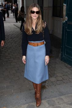 A midi skirt plus knee-high boots makes for a chic work outfit this fall. Click for more ideas!