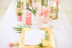 How to Make Simple Mother's Day Floral Arrangements Wedding Table Settings, Wedding Table Centerpieces, Wedding Table Numbers, Centerpiece Decorations, Place Settings, Round Wedding Tables, Mother's Day Bouquet, Event Decor, Floral Arrangements