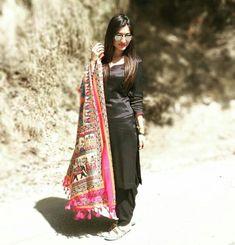 Punjabi Girls, Punjabi Salwar Suits, Beautiful Suit, Kurti Designs Party Wear, Anarkali Dress, Hijab Outfit, Indian Designer Wear, Indian Wear, Indian Outfits