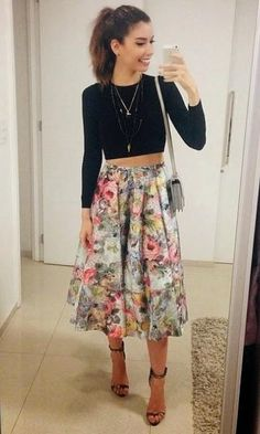 Look: Camila Coutinho - Saia Midi + Cropped wish i could pull this off Skirt Outfits, Dress Skirt, Simple Outfits, Cute Outfits, Vestidos Chiffon, Cropped Wide Leg Jeans, Top Cropped, Look Office, Mode Style