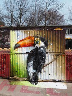 Der portugiesischer Straßenkünstler Arturo Bordalo erstellt phantastische Tierkreaturen aus alten Gegenständen, die uns neue Sichtweisen auf die Ressource Abfall ermöglichen. Durch sein Kunst werden Straßen zum Leben erweckt.