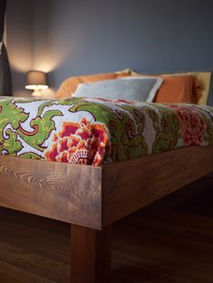 Build Your Own King Slat Bed for $150 from Kiwi and Peach