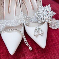 Some brides are all about the accessories✨#swarovski #weddingbling #bridalbelt #rhinestones #burghbrides #glitz #bridalaccessories…