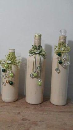 Crea bellos arreglos de tres piezas con botellas de vidrio
