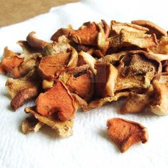 Dried apple chips. Eat these as a snack or make apple tea from these. | giverecipe.com | #apple #chips #healthy