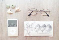 étui a lunettes molletonné - pochette ipod iphone - broderie moderne - dessin oiseau bécasseau de la boutique PetiteMesangeBleue sur Etsy