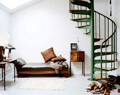 can't get away from that green, love the spiral staircase. they always make me think of the pleasure of diving into a book, being hidden, absorbed with interest, daydreaming.
