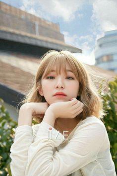 #jiheon #fromis_9 #kpop Grunge Girl, Beautiful Asian Girls, Korean Singer, Photo Cards, Kpop Girls, Korean Girl, Girl Group, Boy Or Girl, Photoshoot